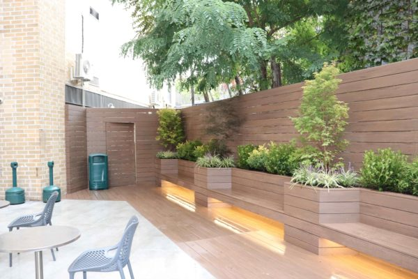 Brooklyn_nyc_courtyard_landscape_trex_composite_planters_green_roof_design_trees